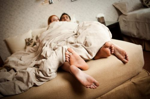 top 10 signs she may be cheating on you 500x332 - Ciência: promiscuidade e infidelidade estão no DNA