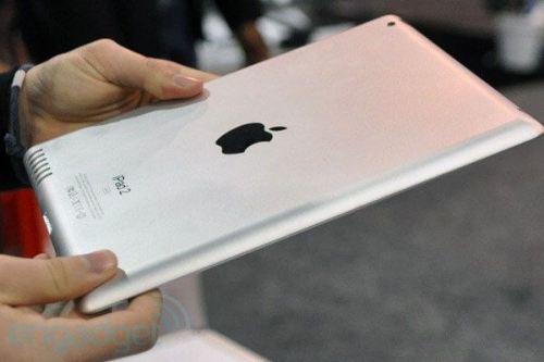 ipad2 ces2011 500x333 - Rumor: iPad 2 é avistado em evento em Nova York