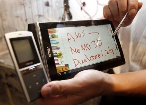 2011 05 30t110715z 20191116 500x359 - Asus apresenta tablet 3D e celular-tablet em feira em Taiwan