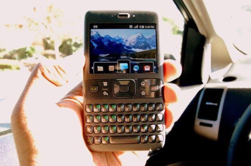 primeiro first android phone celular smartphone google 500x331 - Linha do tempo: o primeiro protótipo Android