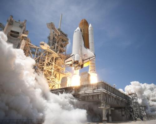 Space Shuttle Atlantis launches from KSC on STS 132 side view 500x399 - Especial: a NASA, quem diria, agora depende dos russos