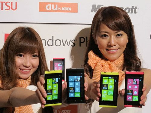 fujitsuis12t lg2 - Fujitsu e Toshiba apresentam smartphone com Windows Phone Mango