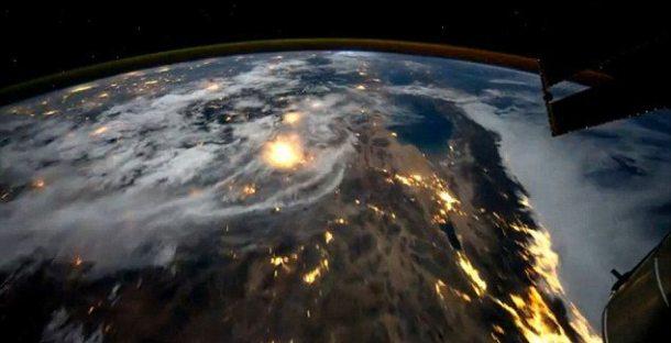 article 2038854 0DF7450C00000578 313 634x325 610x312 - Voando sobre o Planeta Terra (vídeo)
