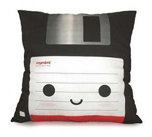 floppy disk pillow - Thisiswhyimbroke.com: todos os desejos geeks num só site