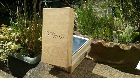 Caixa Galaxy S4 - Review: Samsung Galaxy S4 (GT-i9505)