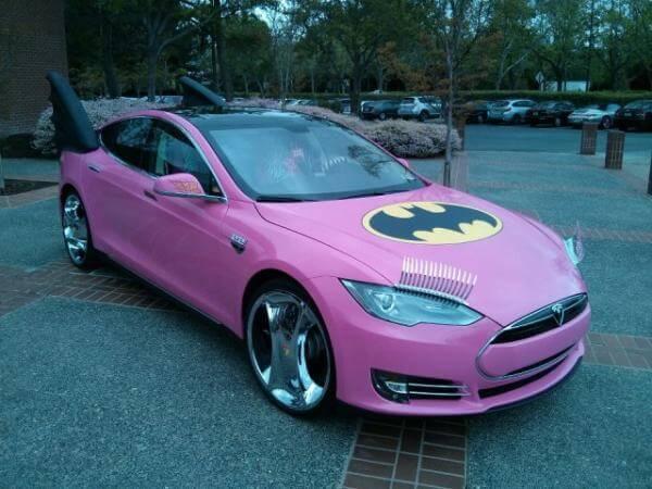 Tesla S - Funcionários do Google transformaram carro de Sergey Brin em um batmóvel