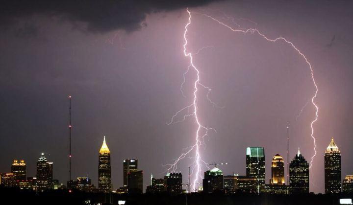 Atlanta Lightning Strike edit1 720x419 - Nokia usa energia de raios para carregar um Lumia 925