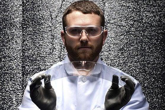 gorilla glass engineer gorilla glass 4 - Corning já trabalha no sucessor do Gorilla Glass 4
