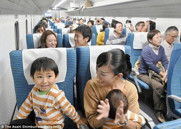 japan maglev train trem alta velocidade - Trem japonês levita a mais de 500 Km por hora levando seus primeiros passageiros