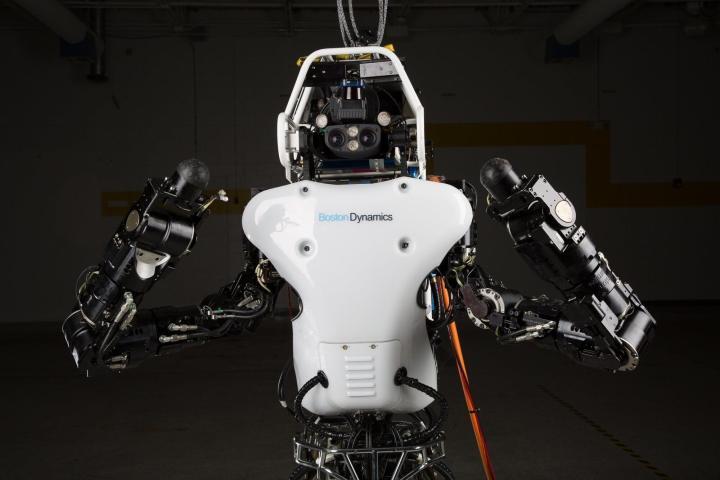 darpa atlas robot sheds its cables runs free video 470698 2 720x480 - Robô Atlas segue como predileto para o final do DARPA Robotics Challenge