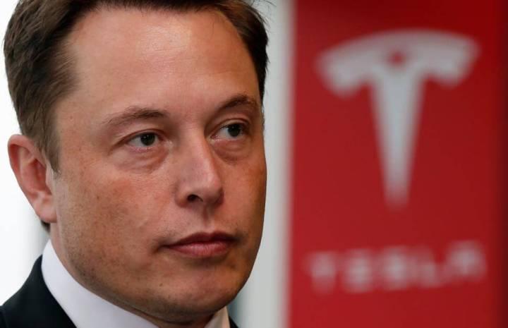 elon musk tesla confference 720x465 - Fim do apagão? Tesla, companhia de Elon Musk, anuncia planos fabricar bateria residencial