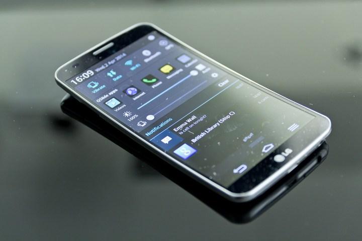 g flex 2 720x480 - Na curva da onda, LG anuncia início das vendas do G Flex 2