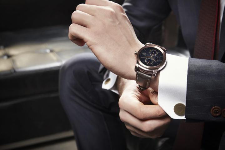 lg watch urbane lifestyle 01 720x480 - LG revela novo smartwatch: LG Watch Urbane