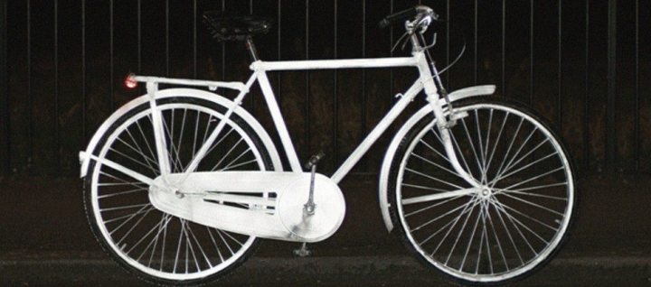 bicicleta volvo lifepaint 720x318 - Volvo LifePaint: Spray reflexivo para tornar ciclismo mais seguro