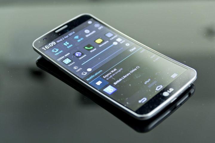 g flex 2 720x480 - LG apresenta G Flex 2, novos relógios inteligentes e smartphones para o público brasileiro