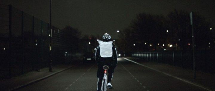 na mochila 720x305 - Volvo LifePaint: Spray reflexivo para tornar ciclismo mais seguro
