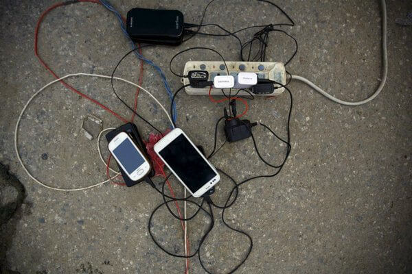 912315 1 0607 wifi charging uw standard - WiFi Charging: nova tecnologia carrega o smartphone sem tirá-lo do bolso