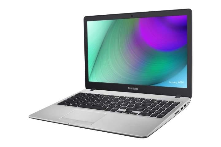 np500r5h black 04 720x480 - Samsung lança quatro novas linhas de notebooks no Brasil