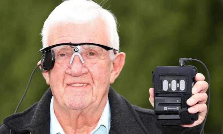 smt olhobionico rayfynn 720x432 - Implante biônico restaura visão em homem de 80 anos