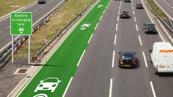 estrada recarga 720x405 - Reino Unido planeja testes de pista que carrega carros elétricos