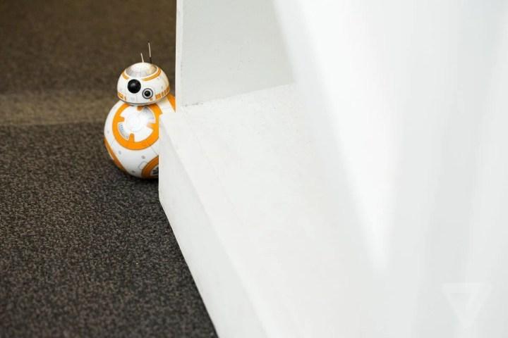 """sphero bb 8 7180 0 720x480 - O simpático droid BB-8 de """"Star Wars: O despertar da força"""" agora pode ser seu"""