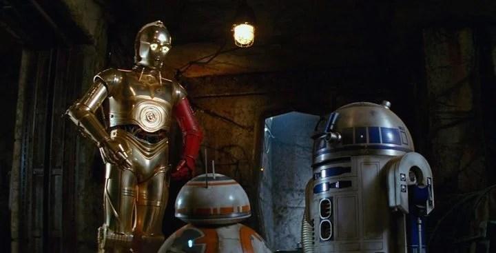 C-3PO com braço vermelho