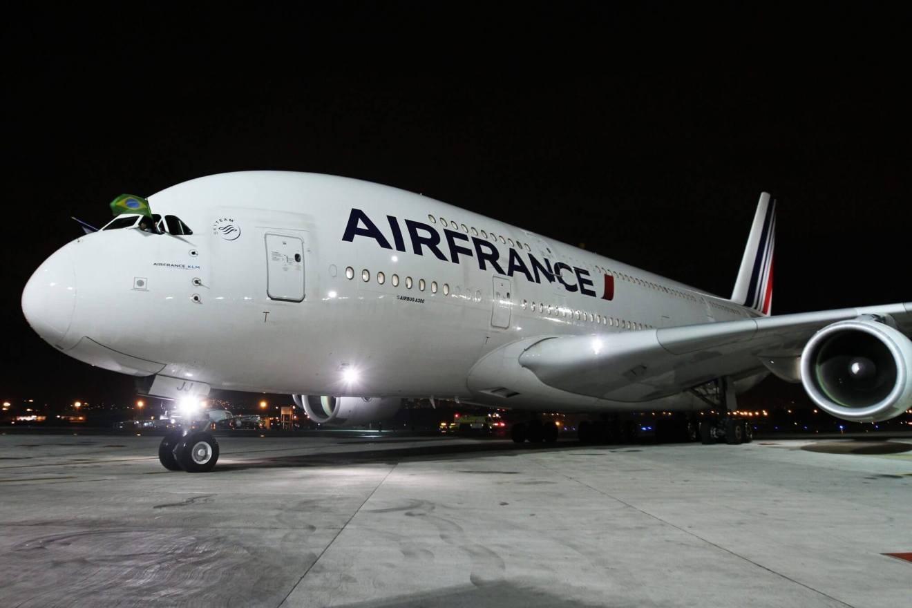 AIRBUS A380 - Rio de Janeiro recebe o primeiro voo comercial do AIRBUS A380