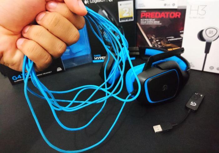 cabo do fone 720x505 - Review: Headset Logitech G430 com som Surround 7.1
