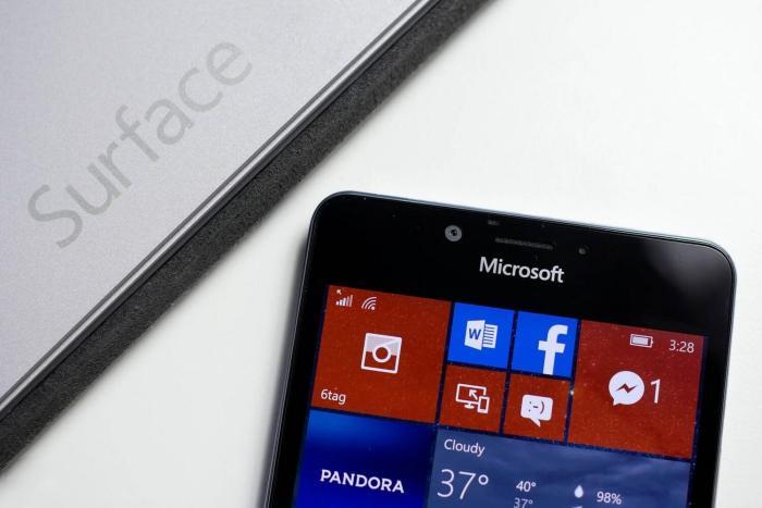 Linha Lumia Surface Phone 720x480 - Microsoft deixará de fabricar a linha Lumia em dezembro
