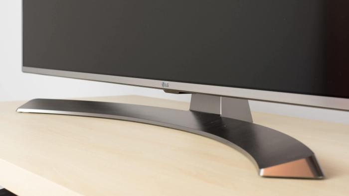 uh7700 stand large 720x405 - Review: LG SUPER UHD TV 4K (55UH7700) com Pontos Quânticos e som Harman/Kardon
