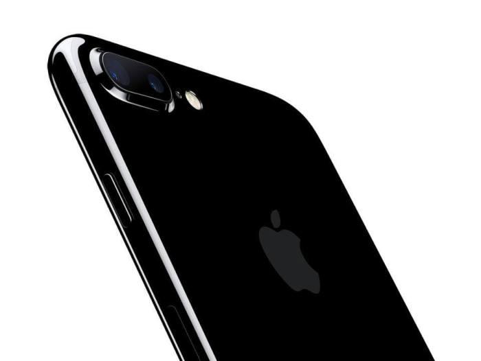 apple iphone7plus jetblk 720x541 - Apple começa a vender iPhone 7 e iPhone 7 Plus desbloqueados