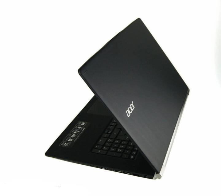 acer10 720x638 - Review: Notebook gamer Acer V Nitro 17 Black Edition (VN7-792G-79M8)