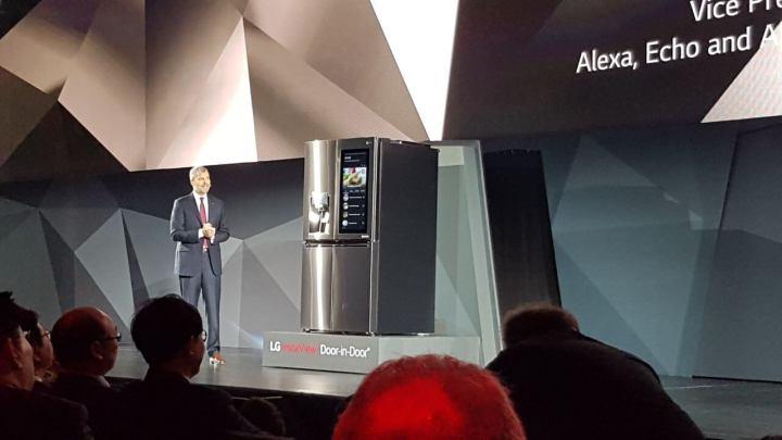 333333 720x405 - CES 2017: LG anuncia robôs que cuidam de casa e geladeira inteligente