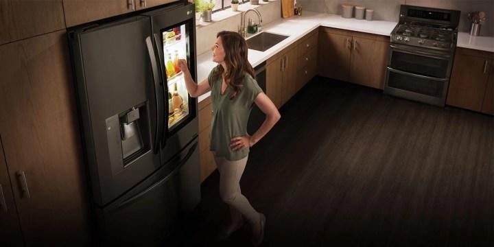 """LG Smart InstaView geladeira 720x360 - LG faz bonito com """"Wallpaper TV"""" e recebe mais de 90 prêmios na CES 2017"""