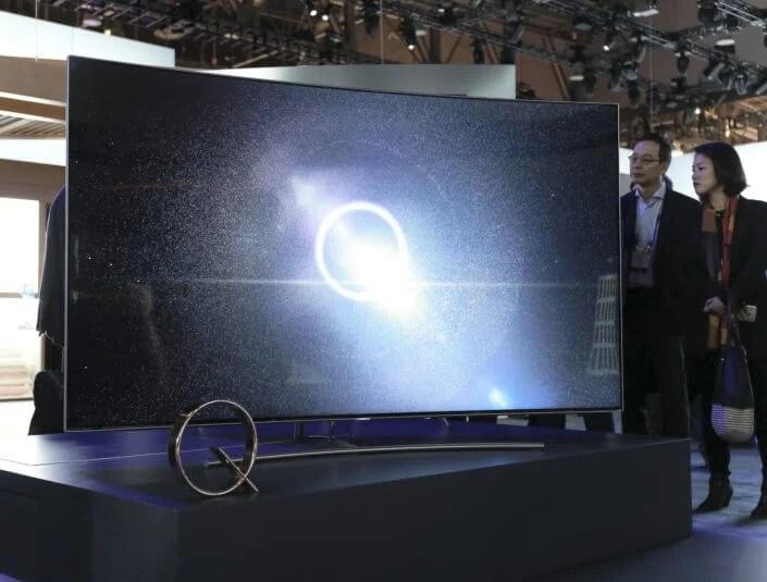 As TVs estão ficando maiores, então as bordas precisam diminuir para dar espaço ao que interessa, a tela.