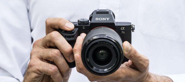 Sony Alpha 7 II 2 720x319 - Câmera Sony Alpha 7 II é uma full-frame com excelente estabilização de imagem