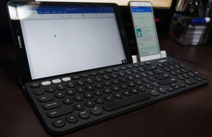 O teclado Logitech K780 multi-device é ideal para que gosta de usar vários gadgets ao mesmo tempo.