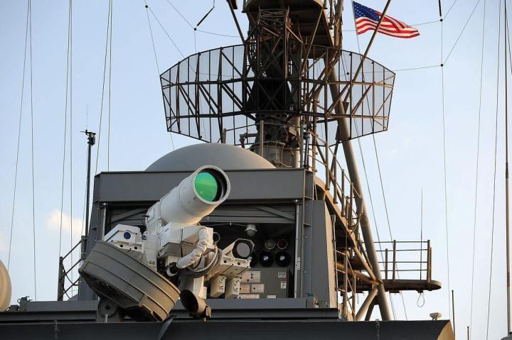 1200px Laser Weapon System aboard USS Ponce AFSBI 15 in November 2014 05 720x479 - Futuro? Armas Laser já são realidade