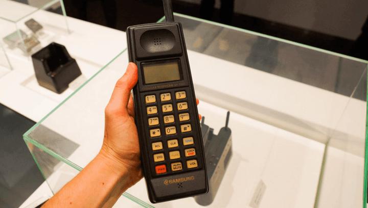samsung sh 100 cnet 720x408 - 30 anos de Brasil: conheça a história revolucionária da Samsung