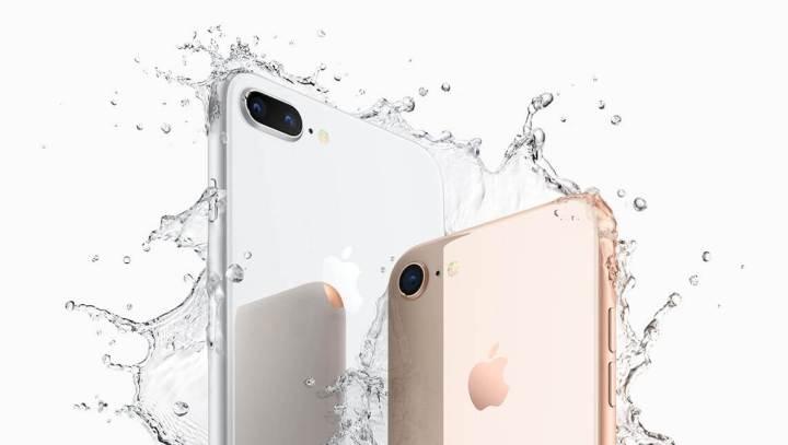 iPhone8Plus iPhone8 water 720x407 - iPhone X tem pré-venda iniciada nos EUA; 8 e 8 Plus chegam ao Brasil