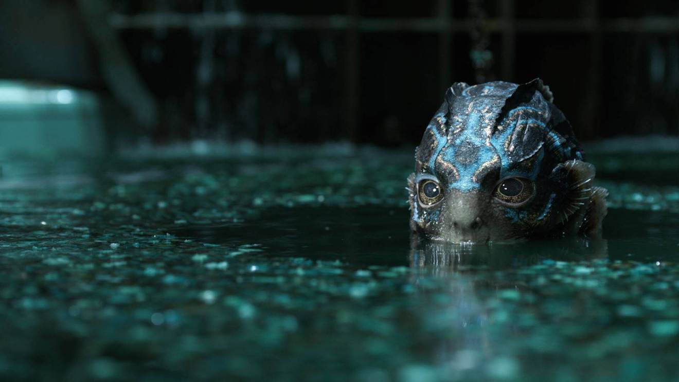 Cena da criatura aquática do filme.