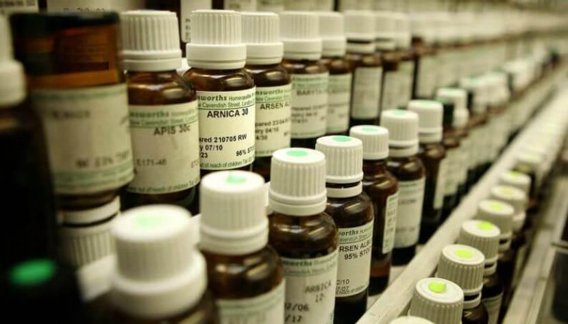 homeopatia vidro globulo 0117 1400x800 - Afinal de contas, homeopatia realmente funciona ou não?