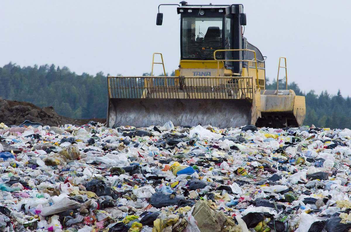 plastic landfill - Cientistas criam acidentalmente enzima que come plástico