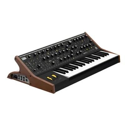 Le Moog Sub 37 Tribute Edition est un synthétiseur analogique avec un mode Duo où chacun des 2 oscillateurs peut jouer indépendamment.