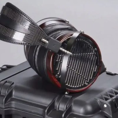 Le casque Audeze LCD-4 avec technologie magnétostatique exclusive, diaphragme Uniforce™et doubles aimants exclusifs Fluxor™.