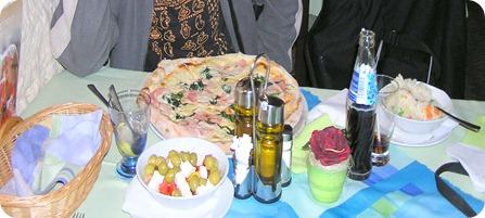תמונה של הפיצה הכי טובה ו-wannabe סלט יווני