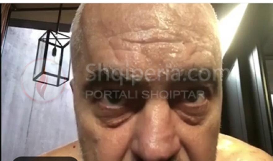 Plasin barcaletën me Edi Ramën në Kosovë: - Rama, berberi dhe klienti…