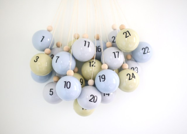 https://i2.wp.com/www.shrimpsaladcircus.com/wp-content/uploads/2017/11/DIY-Christmas-Ornament-Advent-Calendar-3.jpg?fit=640%2C460