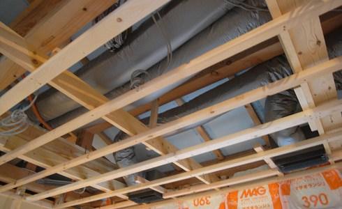 天井内の空調ダクト