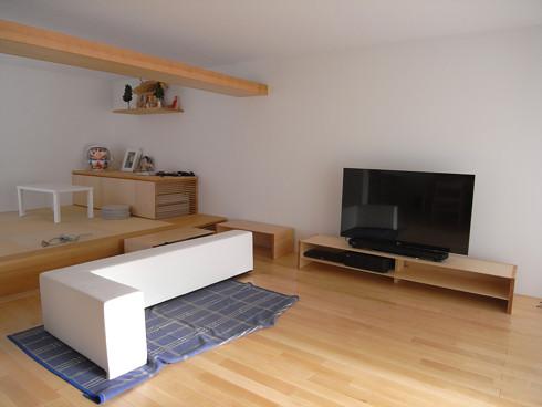 リビングに搬入された家具